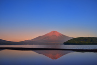 山中湖の赤富士と逆さ赤富士