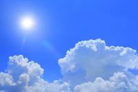 入道雲と太陽に光芒