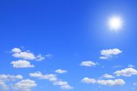 雲と太陽に光芒