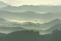 朝焼けと雲海に山並み