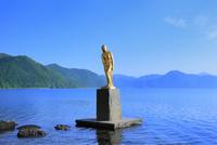 田沢湖とたつ子像