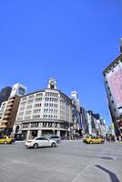 銀座4丁目交差点と街並み 11076029680  写真素材・ストックフォト・画像・イラスト素材 アマナイメージズ