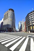 日本橋北詰交差点と街並み