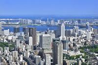 六本木ヒルズよりゲートブリッジと東京湾に東京の街並み展望