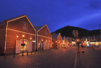 函館 金森赤レンガ倉庫と函館山の夜景