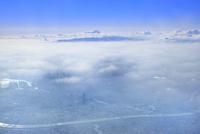 スカイツリーと東京ビル群に雲海上の富士山を空撮