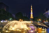 札幌,新緑の大通公園ライトアップとさっぽろテレビ塔