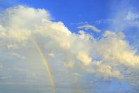 雲と虹 11076030826  写真素材・ストックフォト・画像・イラスト素材 アマナイメージズ