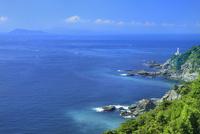 佐田岬半島先端の佐田岬灯台に豊予海峡 11076031170| 写真素材・ストックフォト・画像・イラスト素材|アマナイメージズ
