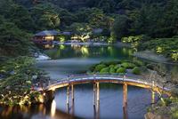 栗林公園のライトアップに偃月橋と掬月亭