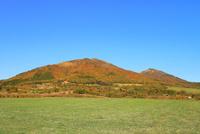 紅葉の蒜山三座 11076031359| 写真素材・ストックフォト・画像・イラスト素材|アマナイメージズ