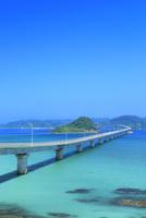 角島と角島大橋に海士ヶ瀬 11076031672| 写真素材・ストックフォト・画像・イラスト素材|アマナイメージズ