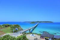 角島と角島大橋に海士ヶ瀬 11076031673| 写真素材・ストックフォト・画像・イラスト素材|アマナイメージズ