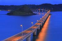 夜明けの角島と角島大橋に海士ヶ瀬 11076031691| 写真素材・ストックフォト・画像・イラスト素材|アマナイメージズ