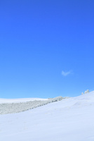 霧ケ峰高原 雪原と霧氷林 11076031849| 写真素材・ストックフォト・画像・イラスト素材|アマナイメージズ