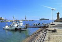 鞆公園 鞆の浦の常夜燈と鞆港に漁船