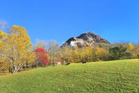 昭和新山と紅葉
