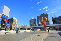 上野駅のジュエリーブリッジとスカイツリー