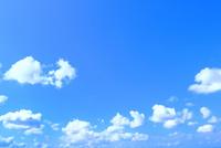 青空と雲 11076032185| 写真素材・ストックフォト・画像・イラスト素材|アマナイメージズ