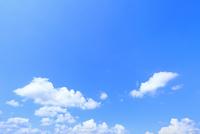 青空と雲 11076032231| 写真素材・ストックフォト・画像・イラスト素材|アマナイメージズ