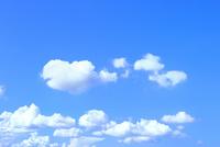 青空と雲 11076032235| 写真素材・ストックフォト・画像・イラスト素材|アマナイメージズ