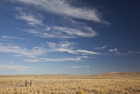 Cirrus clouds above empty landscape 11077007118  写真素材・ストックフォト・画像・イラスト素材 アマナイメージズ