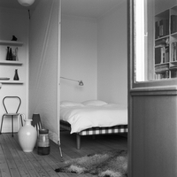 View of modern bedroom 11077010237| 写真素材・ストックフォト・画像・イラスト素材|アマナイメージズ