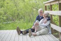 Senior couple together 11077014178| 写真素材・ストックフォト・画像・イラスト素材|アマナイメージズ