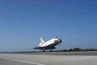 Space shuttle Atlantis approaching Runway 33 at the Kennedy