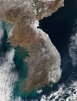Satellite view of snowfall along South Korea's east coast. 11079015686  写真素材・ストックフォト・画像・イラスト素材 アマナイメージズ