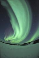 Aurora borealis over Prosperous Lake, Canada. 11079024946| 写真素材・ストックフォト・画像・イラスト素材|アマナイメージズ