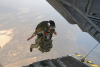 A U.S. Air Force pararescueman jumps from a CH-53E Super Stallion. 11079026256| 写真素材・ストックフォト・画像・イラスト素材|アマナイメージズ