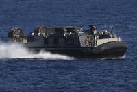 A landing craft air cushion transits the Atlantic Ocean. 11079026385| 写真素材・ストックフォト・画像・イラスト素材|アマナイメージズ