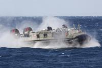 A landing craft air cushion transits the Atlantic Ocean. 11079026423| 写真素材・ストックフォト・画像・イラスト素材|アマナイメージズ