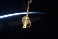 The SpaceX Dragon cargo craft with Earth's horizon in the background. 11079026690  写真素材・ストックフォト・画像・イラスト素材 アマナイメージズ