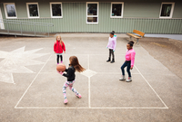 High angle view of children playing with ball in school playground 11081011498| 写真素材・ストックフォト・画像・イラスト素材|アマナイメージズ
