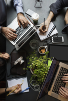 Directly above shot of business team working at table in creative office 11081011815| 写真素材・ストックフォト・画像・イラスト素材|アマナイメージズ