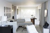 Modern studio apartment 11086007283| 写真素材・ストックフォト・画像・イラスト素材|アマナイメージズ