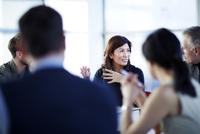 Business people talking in meeting 11086007993| 写真素材・ストックフォト・画像・イラスト素材|アマナイメージズ