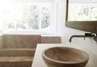 Modern bathroom interior with stone sink and bathtub 11086018195| 写真素材・ストックフォト・画像・イラスト素材|アマナイメージズ