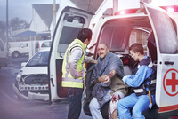 Rescue workers tending to car accident victim at back of ambulance 11086024912| 写真素材・ストックフォト・画像・イラスト素材|アマナイメージズ