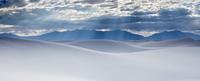 Sunbeams over tranquil white sand dunes, White Sands, New Mexico, United States 11086025660| 写真素材・ストックフォト・画像・イラスト素材|アマナイメージズ