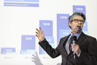 Businessman with microphone speaking at projection screen with bar chart 11086028831| 写真素材・ストックフォト・画像・イラスト素材|アマナイメージズ