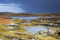 Sunny tranquil view craggy rocks and lake, Loch Euphoirt, North Uist, Outer Hebrides 11086032886| 写真素材・ストックフォト・画像・イラスト素材|アマナイメージズ