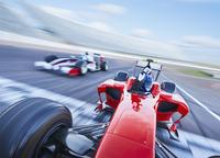 Formula one race car crossing finish line on sports track 11086033486| 写真素材・ストックフォト・画像・イラスト素材|アマナイメージズ
