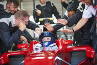 Manager and pit crew congratulating formula one race car driver 11086033531| 写真素材・ストックフォト・画像・イラスト素材|アマナイメージズ