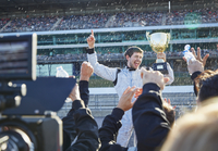 Formula one racing team spraying champagne on driver with trophy, celebrating victory on sports track 11086033553| 写真素材・ストックフォト・画像・イラスト素材|アマナイメージズ