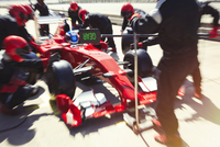 Pit crew replacing tires on formula one race car in pit lane 11086033668| 写真素材・ストックフォト・画像・イラスト素材|アマナイメージズ