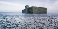 Ruins in ocean at low tide and rocks on beach, Vigsoe, Denmark 11086034574  写真素材・ストックフォト・画像・イラスト素材 アマナイメージズ