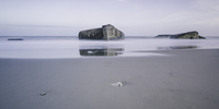 Ruins in tranquil ocean at low tide, Vigsoe, Denmark 11086034580  写真素材・ストックフォト・画像・イラスト素材 アマナイメージズ